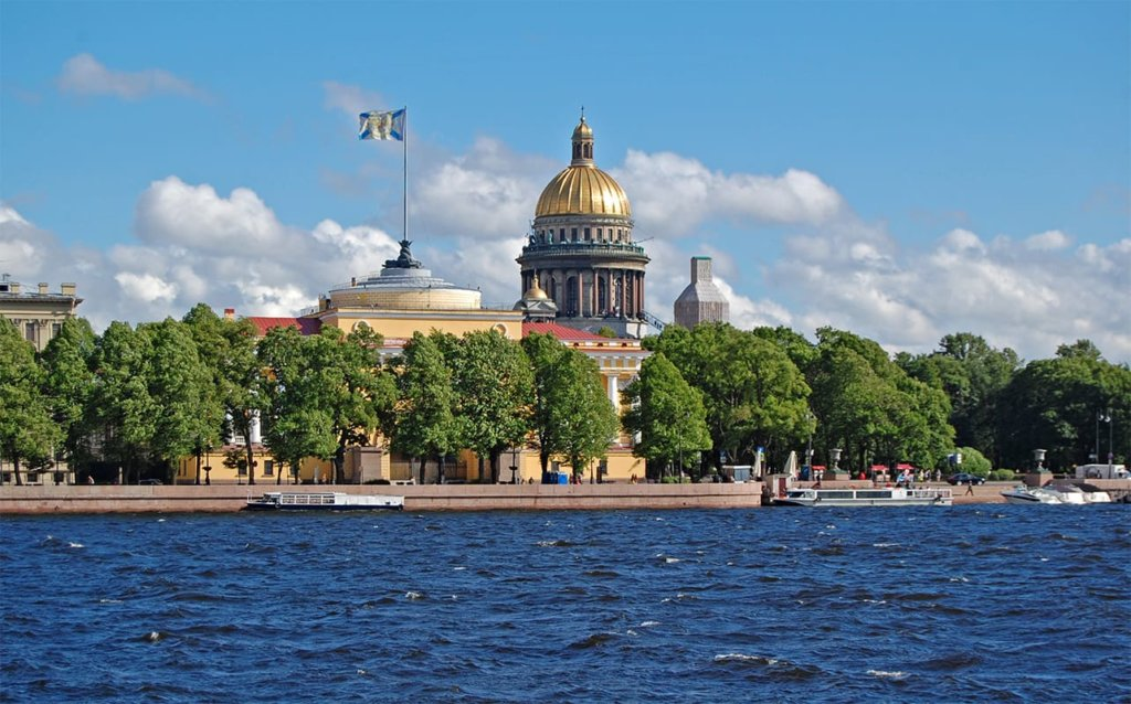 Тур по Неве с выходом в Финский залив