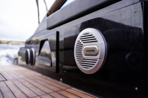 Velvette 33 Black Boat