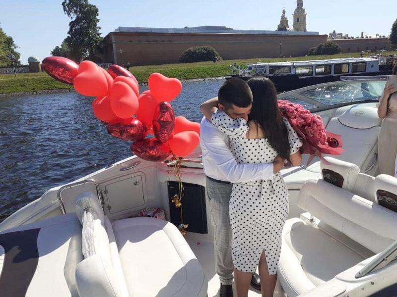 Свидание на яхте в Санкт-Петербурге